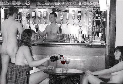 Oxford-studentesse a nudo per beneficenza (Rhodri Saunders/SWNS.COM)
