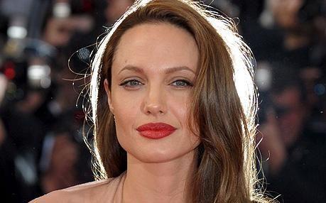 Angelina Jolie - al 1° posto come la celebrità più desiderata dalle donne fantasiose che vorrebbero dormire con!